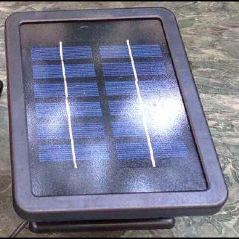 Solcellepanel med batteri til fontæner