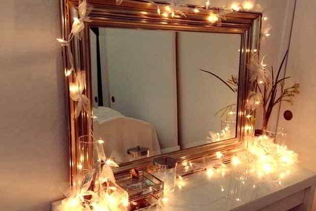 Spejl med lyskæder