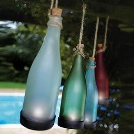 Solcellelamper formet som flasker